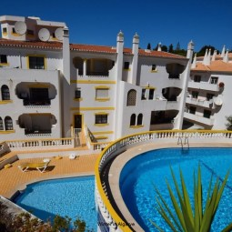 MONTE DOURADO DO SOL APARTMENT T2 NEAR BEACH, SWIMMING POOL IN CARVOEIRO CENTER