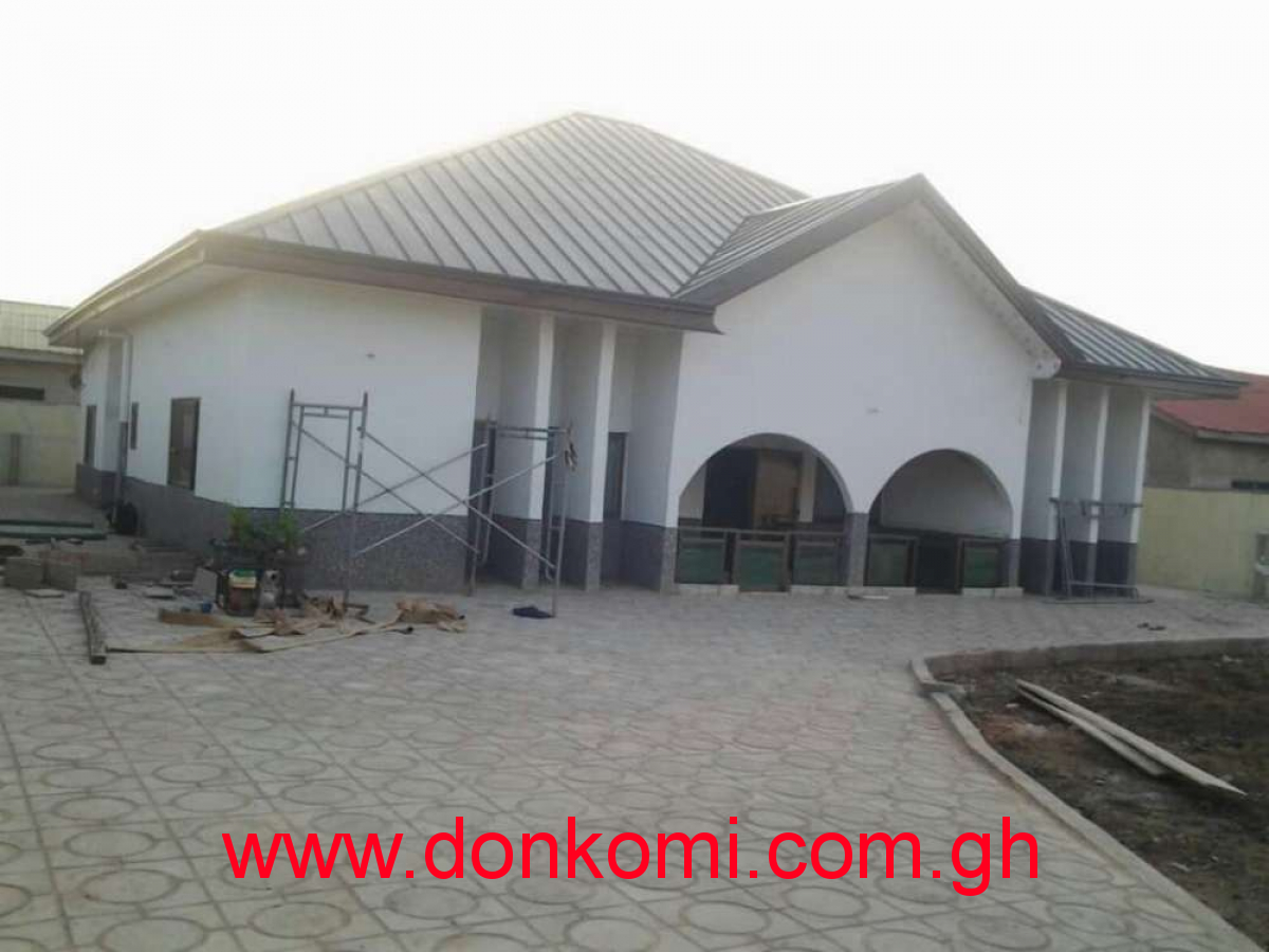 4bedroom self compound at Race course for rent