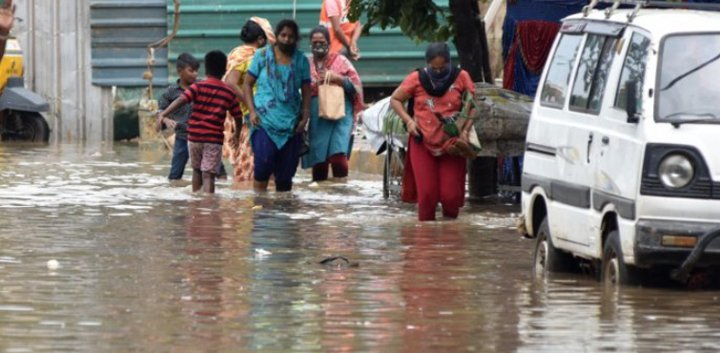Flash floods in northern India cause the capital New Delhi to be in short supply