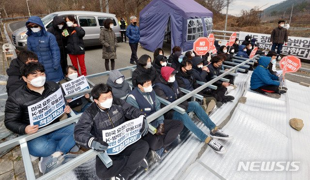 The Han army transported supplies to the THAAD base: more than 600 police opened the way and the people built a wall to block