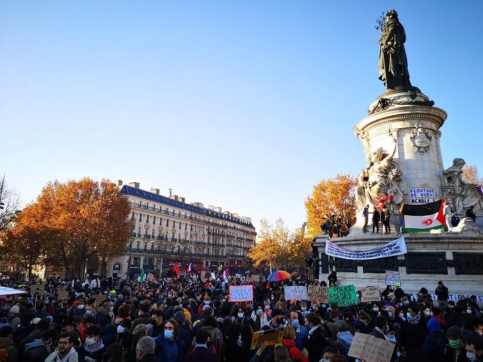 """Protests broke out in many places in France against the """"Comprehensive Security Act"""" bill"""