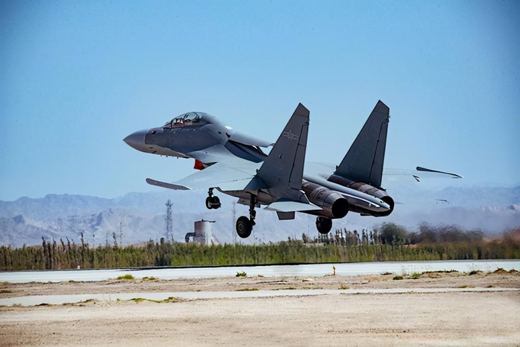 On November 29, the Global Times quoted the U.S. Military Observer magazine as saying that some air force units in the Western Theater of the PLA have now been directly upgraded from J-7 to heavy J-16 multi-purpose fighter.