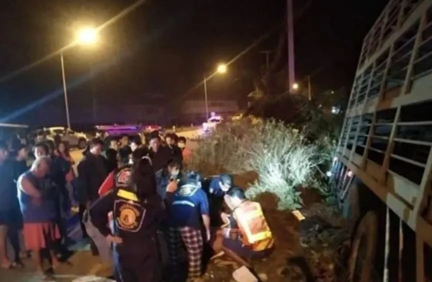 Three grandparents and grandchildren in Thailand were killed in a car accident, and the birthday of the three people on the day of the accident.