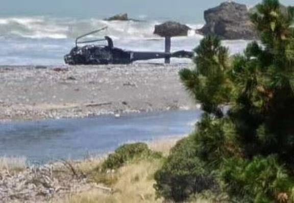A helicopter with six people on board crashed near Kekula, South Island, New Zealand, seriously injuring at least three people.