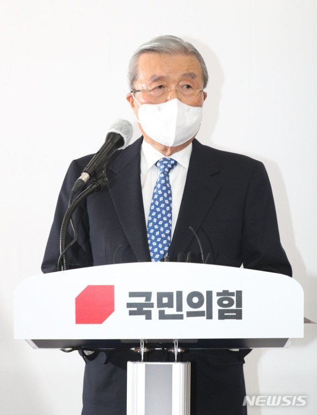 South Korea's two former presidents both imprisoned, the largest opposition party apologizes to the people