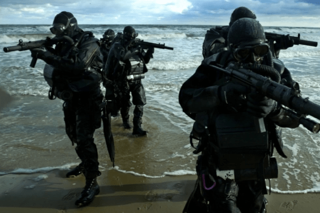 The special forces of the three services have just gathered on the China-Indian border.