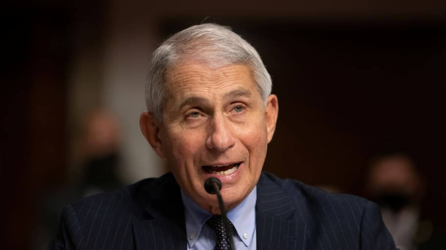 Trump again said that the pandemic data was deliberately exaggerated. Fauci responded: Go to the hospital and you can see it at a glance.