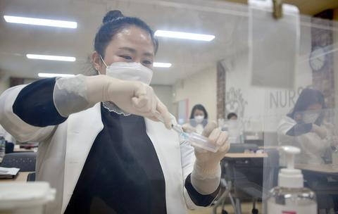 South Korea will vaccinate foreigners over the age of 75 with the Coronavirus