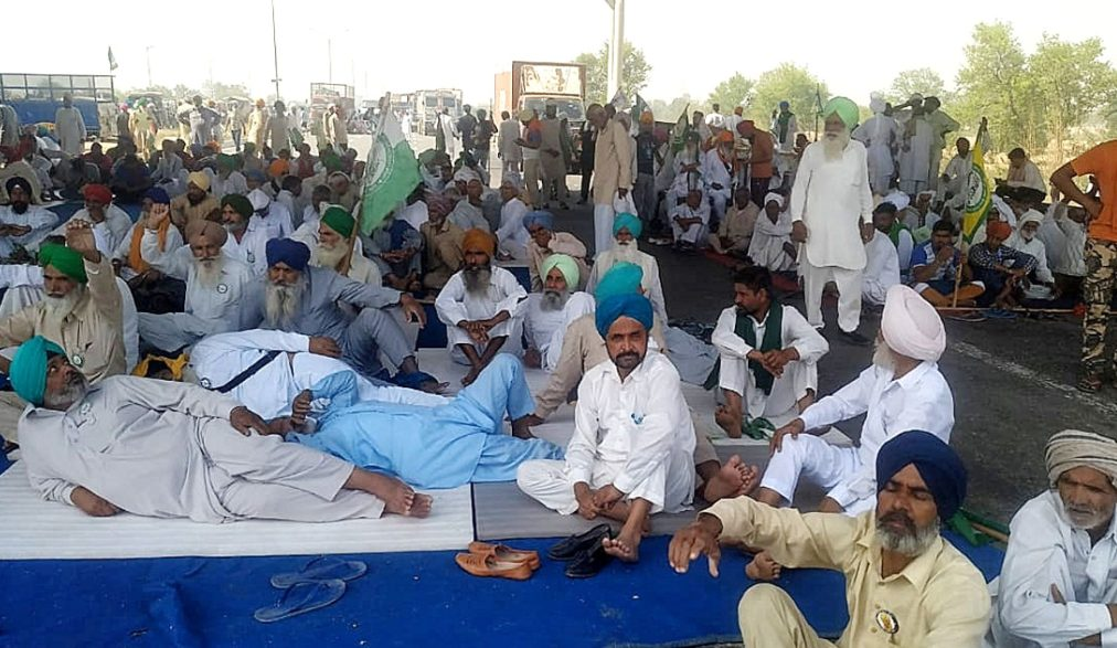 Migrant workers' groups in The Indian state of Punjab have held a two-day rally, drawing concerns from health officials