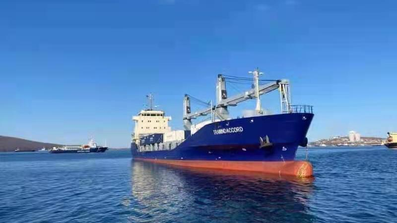 The first container cargo route operated by Chinese shipowners from China to the Russian Far East completed its first voyage.