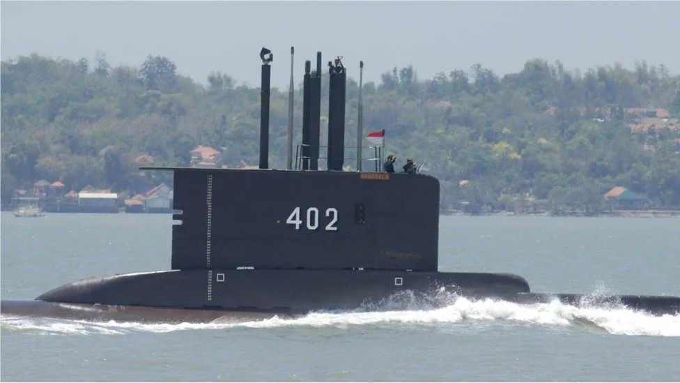 Key traces have been found in the missing waters of an Indonesian submarine