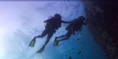 divers_below
