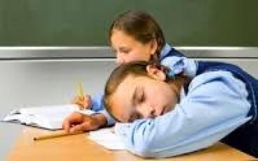 استخدام المعلم لأنواع مختلفة من استراتيجيات التعلم وأساليب وطرائق التدريس يساعد على توليد الدافعية لدى المتعلمين، ولكن تلك الدافعية قد تكون مؤقتة ومرتبطة بمهارة المعلم أو فعالية الطريقة