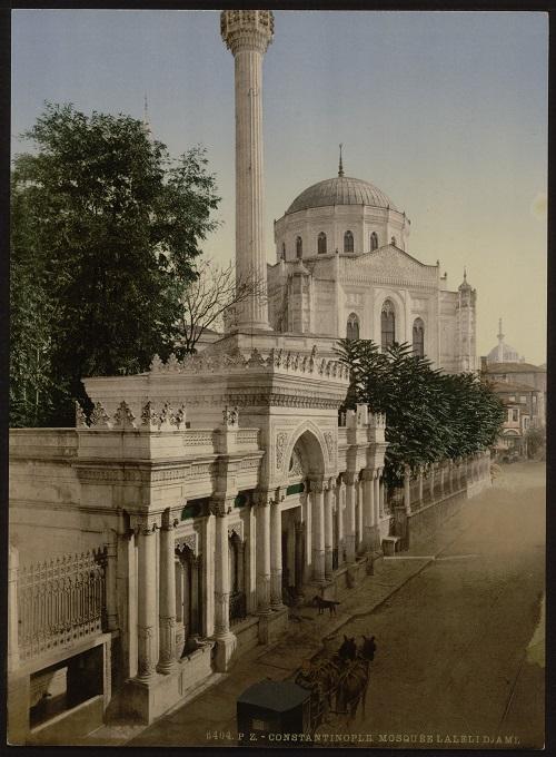4-pertevniyal-valide-sultan-camii