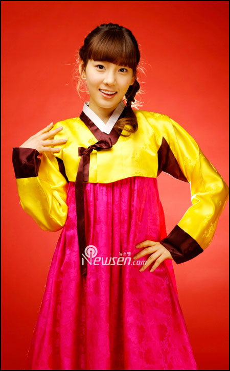 Korean pop group SNSD Taeyeon in Hanbok