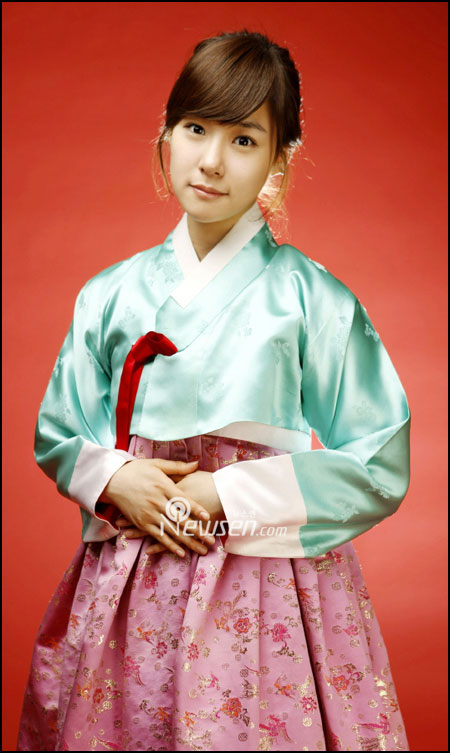 Korean pop group SNSD Tiffany in Hanbok
