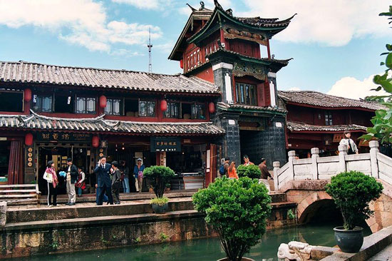 Canal and building in Lijiang, China