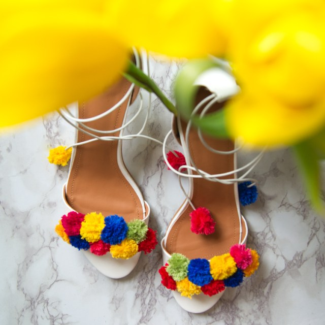 https://i2.wp.com/yellowgirl.at/wp-content/uploads/2016/04/yellowgirl_DIY_PomPom_heels_4.jpg?resize=640%2C640&ssl=1