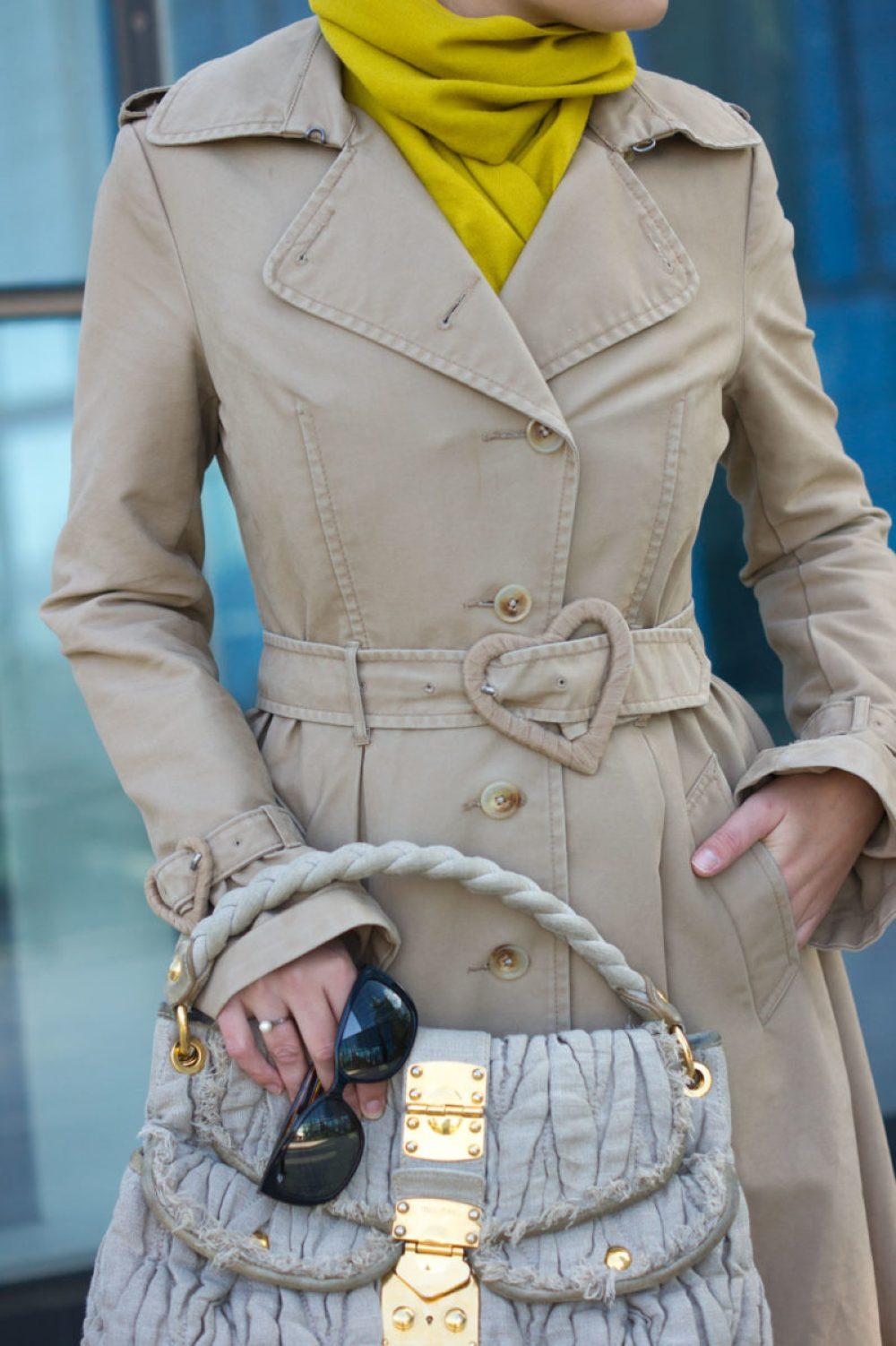 yellowgirl_victorrolf-trenchcoat-miumiu-tasche-rauleder-overknees_7