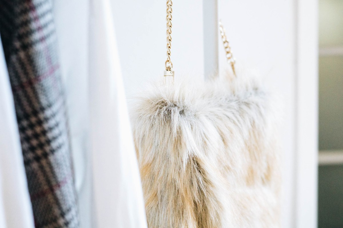 https://i2.wp.com/yellowgirl.at/wp-content/uploads/2018/08/yellowgirl_DIY-Fake-Fur-Hobo-bag-5-von-6.jpg?fit=1200%2C801&ssl=1