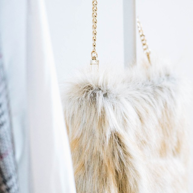 https://i2.wp.com/yellowgirl.at/wp-content/uploads/2018/08/yellowgirl_DIY-Fake-Fur-Hobo-bag-5-von-6.jpg?resize=640%2C640&ssl=1