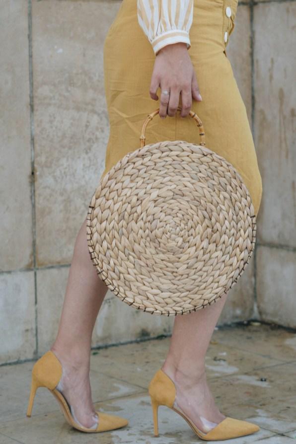yellowgirl_DIY Sommeroutfit in Leinenrock und Streifenbluse von Zara runde DIY Strohtasche JIl Sander Sonnenbrille transparente Pumps von Mango Streetstyle (9 von 14)