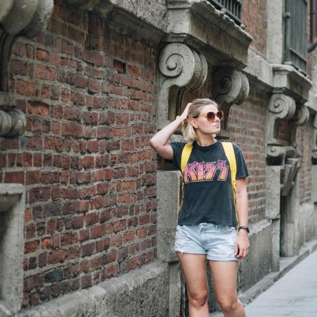 https://i2.wp.com/yellowgirl.at/wp-content/uploads/2018/08/yellowgirl_Sommeroutfit-in-Jeans-Shorts-Band-Shirt-Regenbogen-Sneakers-und-gelben-Sportsocken-3-von-11.jpg?resize=640%2C640&ssl=1