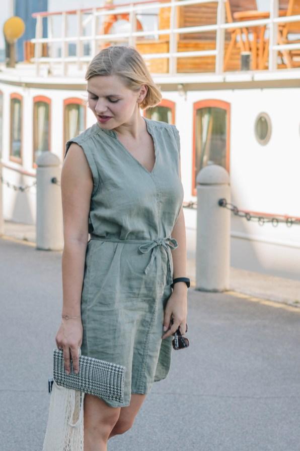 yellowgirl_Sommeroutfit in lockerem Leinenkleid, Einkaufsnetz von Zalando, DIY Glencheck Clutch und DIY Glencheck Pantoletten (7 von 12)