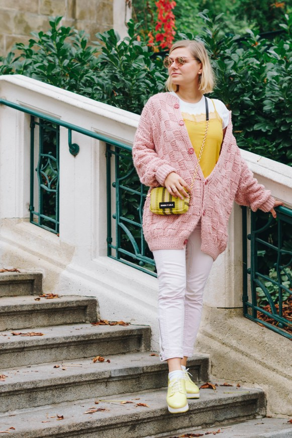 yellowgirl-#yellow outfit - rosa gelb - platform flats - oversize pulover - bimba y lola - mini crosoverbag - rose jeans - mellow yellow - yellow tanktop (1 of 16)