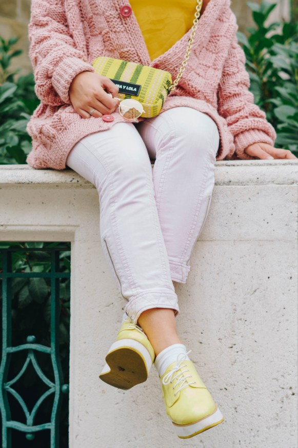 yellowgirl-#yellow outfit - rosa gelb - platform flats - oversize pulover - bimba y lola - mini crosoverbag - rose jeans - mellow yellow - yellow tanktop (6 of 16)
