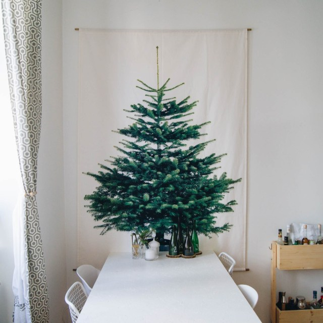 https://i2.wp.com/yellowgirl.at/wp-content/uploads/2018/11/yellowgirl_DIY-Wand-Weihnachtsbaum-aus-Stoff-Ikea-Hack-10-von-15.jpg?resize=640%2C640&ssl=1