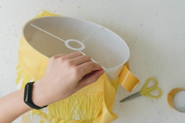yellowgirl_DIY Fransen Lampenschirm (11 von 14)