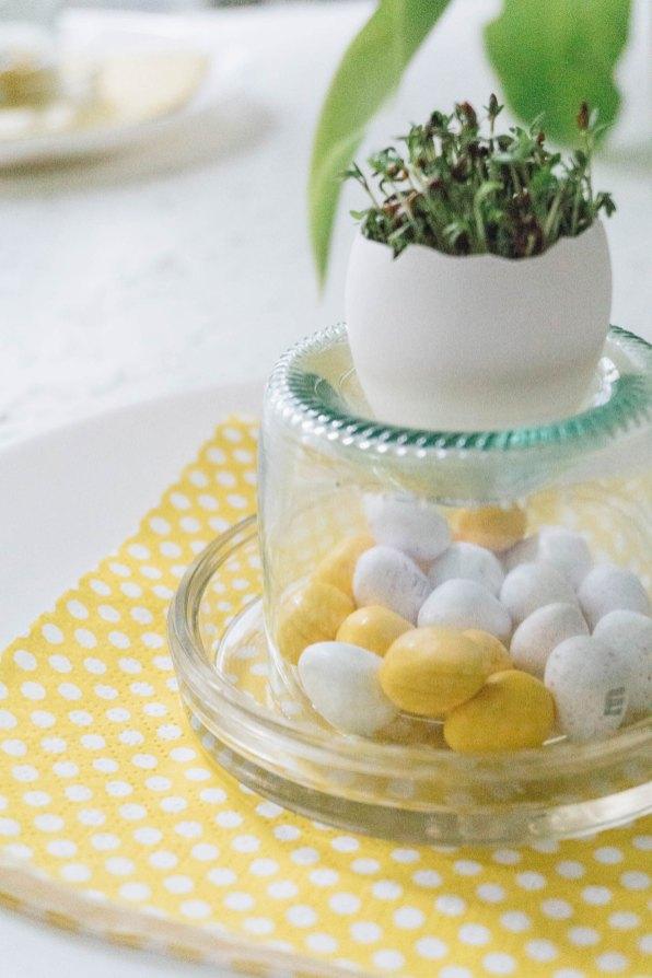 yellowgirl-DIY Ostertisch- Ostereier mit Kresse-Glasflaschen-Eierbecher (6 von 21)