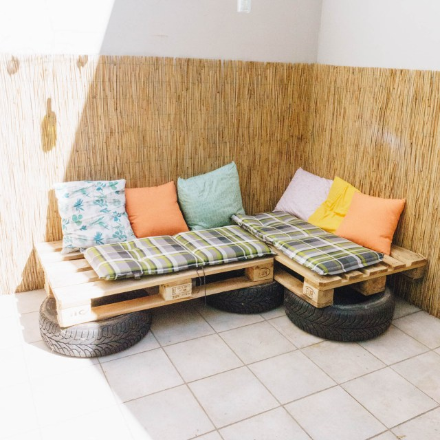 https://i2.wp.com/yellowgirl.at/wp-content/uploads/2019/04/yellowgirl_Terrasse-Balkon-So-baust-du-eine-Couch-aus-Europaletten-und-alten-Autoreifen-10-von-10.jpg?resize=640%2C640&ssl=1