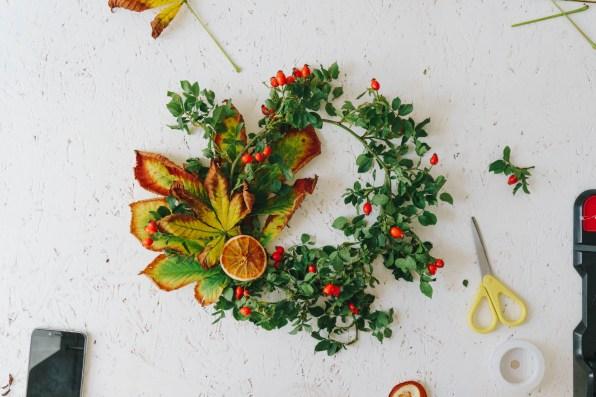 yellowgirl-Herbstdeko- DIY Herbstlaub-Türkranz (4 von 10)