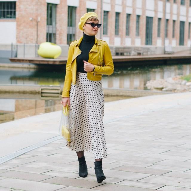 https://i2.wp.com/yellowgirl.at/wp-content/uploads/2020/11/yellowgirl-Dots-im-Herbst-So-styles-du-den-Sommerrock-wenn-es-kalt-wird-3-von-6.jpg?resize=640%2C640&ssl=1