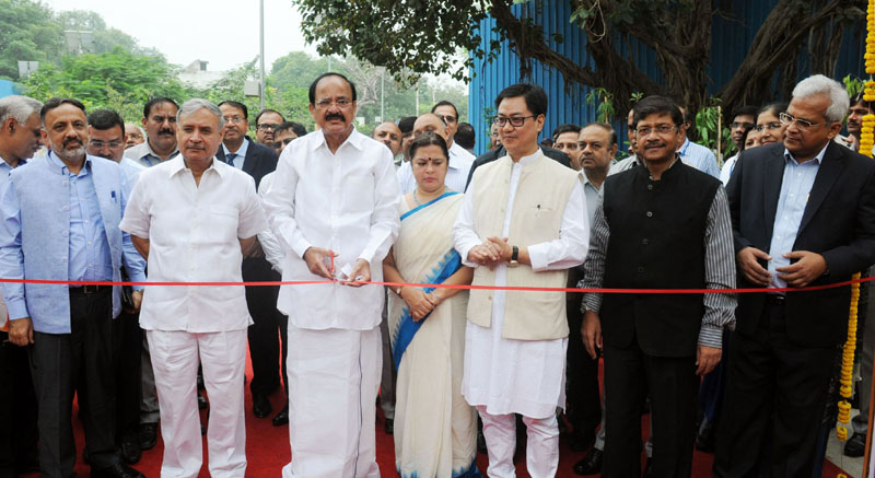 The Union Minister for Urban Development, Housing & Urban Poverty Alleviation and Information & Broadcasting, Mr. M. Venkaiah Naidu inaugurating the Social Infrastructure (Local shopping complex, Banquet Hall, Senior Secondary School) under East Kidwai Nagar Redevelopment Project, in New Delhi on October 06, 2016.  The Minister of State for Planning (Independent Charge) and Urban Development, Housing and Urban Poverty Alleviation, Mr. Rao Inderjit Singh, the Minister of State for Home Affairs, Mr. Kiren Rijiju, the Secretary, Ministry of Urban Development, Mr. Rajiv Gauba and other dignitaries are also seen.