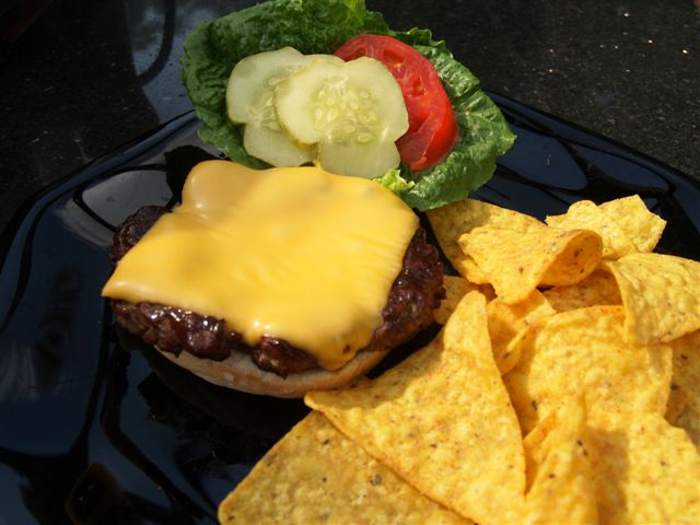 How to Keep Grilled Burgers from Shrinking (6/6)