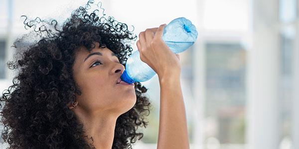 Aç karnına su içmenin faydaları