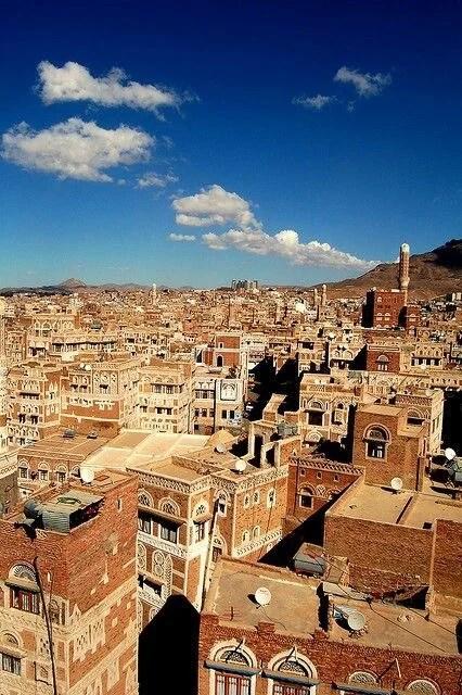 اين يقع نقيل بن غيلان في اليمن