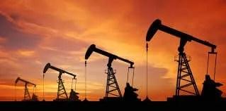 النفط يهبط أكثر من 50 بسبب تخمة الانتاج