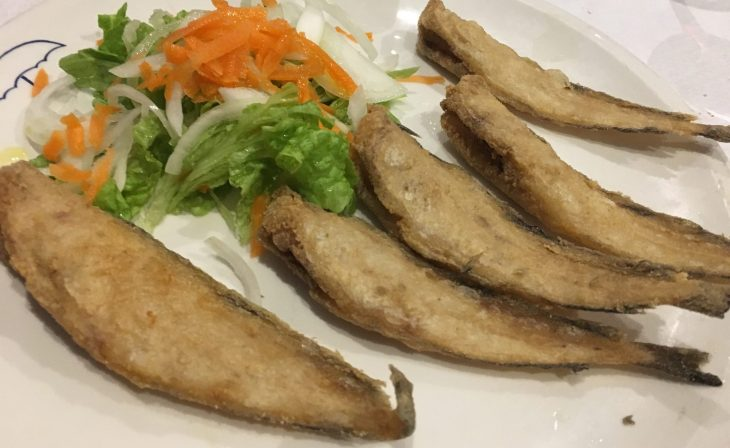 Lochitas fritas con ensalada