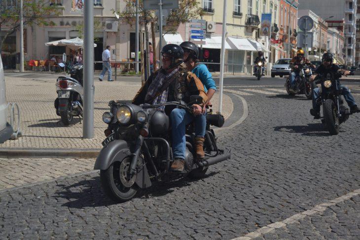 Moteros en el Mercado de Loulé en el Algarve