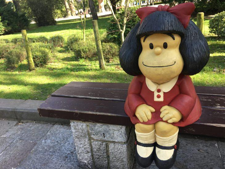 """Estatua de """"Mafalda"""" en Oviedo"""