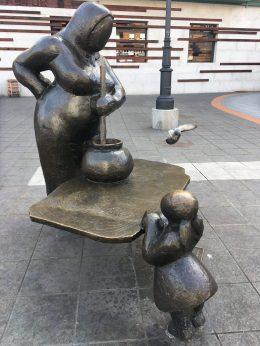 """Escultura de """"La Guisandera"""""""