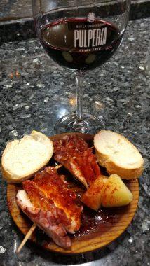 Copa de vino y 2 Pinchos de Pulpo