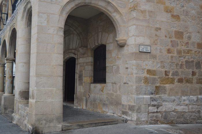 Ayuntamiento viejo y calle Los Herreros