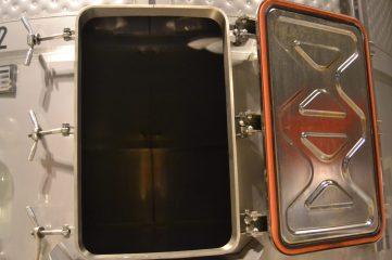 Interior del depósito metálico
