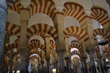Arcadas bicolores de la Mezquita de Córdoba