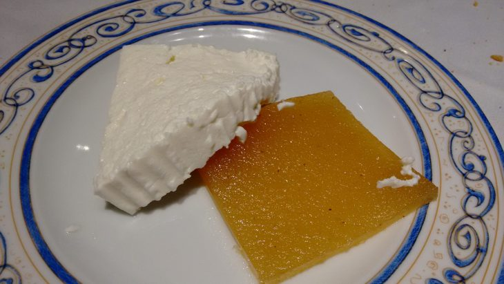 Queso fresco con membrillo